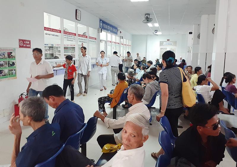 Người dân khám chữa bệnh theo BHYT bị ảnh hưởng không nhiều khi giá dịch vụ y tế tăng. Ảnh: LE QUÂN