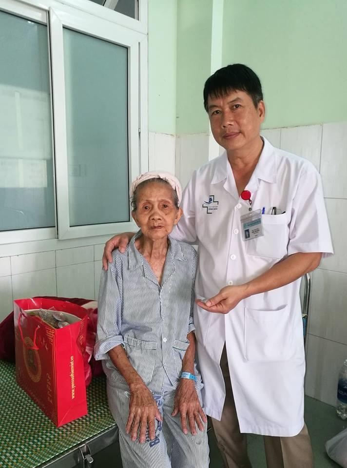 Bác sĩ Nguyễn Bửu Thuyên (phải). Ảnh: internet.