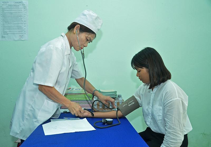 Học sinh, sinh viên tham gia BHYT để được chăm sóc sức khỏe tốt hơn. Ảnh: D.L