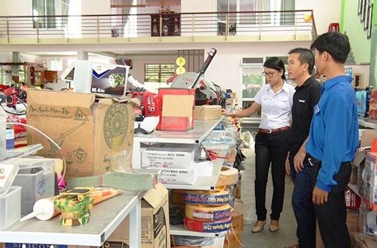 Câu lạc bộ Khởi nghiệp đổi mới sáng tạo huyện Phú Ninh thăm mô hình của thanh niên trên địa bàn. Ảnh: P.V