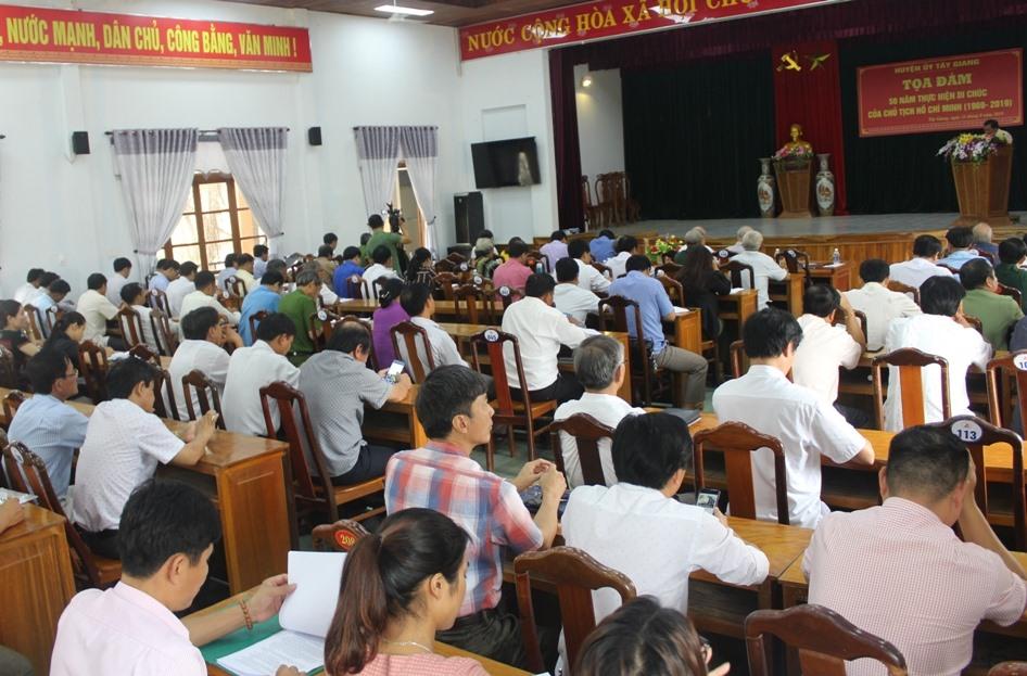 Cán bộ, đảng viên huyện Tây Giang tham gia buổi tọa đàm. Ảnh: ĐÌNH HIỆP