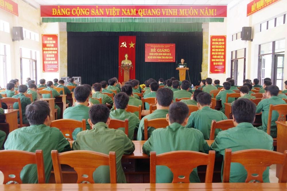 Bộ đội Biên phòng tỉnh bế giảng khóa huấn luyện quân nhân dự bị. Ảnh: HỒNG ANH