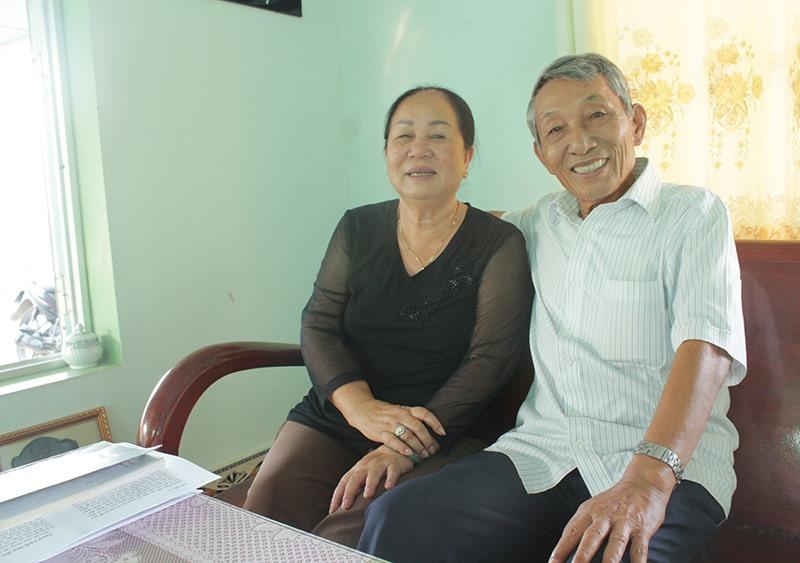 Vợ chồng cựu chiến binh Phạm Thị Hường.