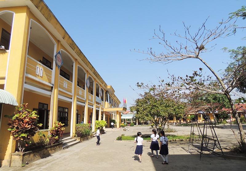 Nhiều trường tiểu học đang thiếu giáo viên. Ảnh: L.P.L.N