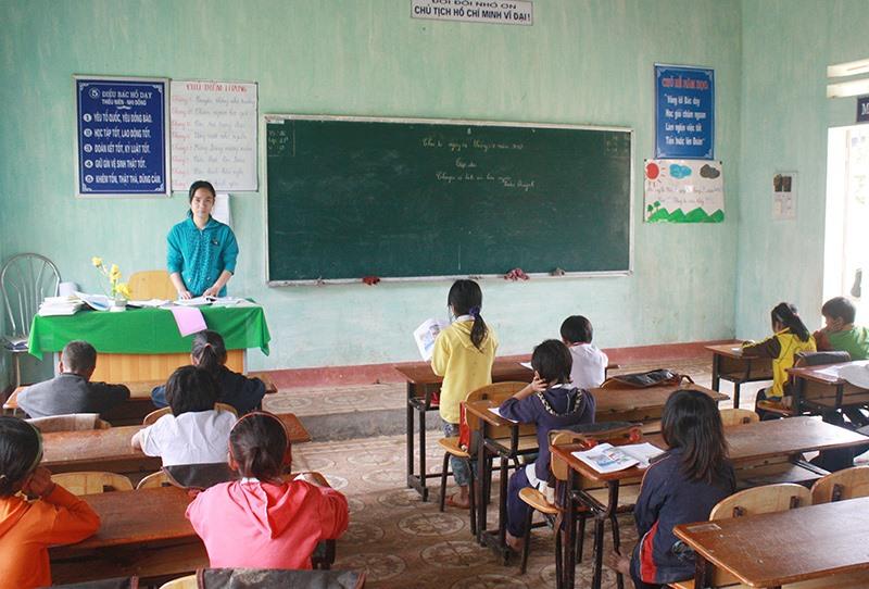 Giáo viên có đủ thời gian giảng dạy tại các vùng khó khăn của huyện Bắc Trà My sẽ được xem xét, điều động về công tác ở vùng thuận lợi nếu có nguyện vọng. Ảnh: NGUYÊN ĐOAN