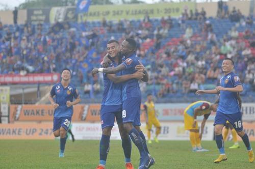 Rodrigo (trái) lập cú đúp bàn thắng. Ảnh: A.S