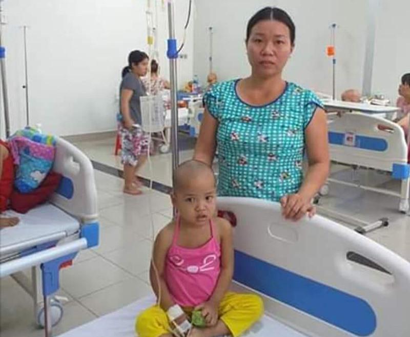 Gia đình anh Trí, chị Hằng rất cần sự giúp đỡ của cộng đồng. Ảnh: HOÀNG HƯNG