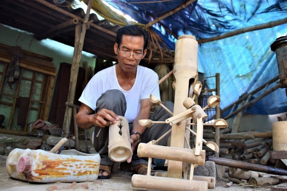 Tran Van Hung and a bamboo product.