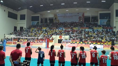 Nhà thi đấu hơn 2.000 chỗ ngồi không còn một chỗ trống. Ảnh: T.V