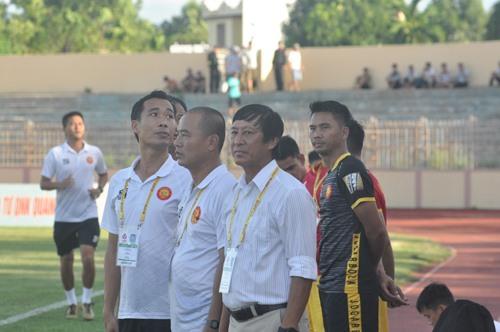 Ngày trở về sân Tam Kỳ đáng buồn của HLV Vũ Quang Bảo. Ảnh: T.V