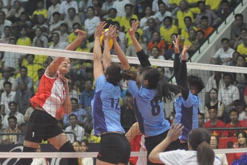 Đại học Đài Bắc Trung Hoa (bên phải) có chiến thắng đầu tiên sau 2 trận. Ảnh: T.V