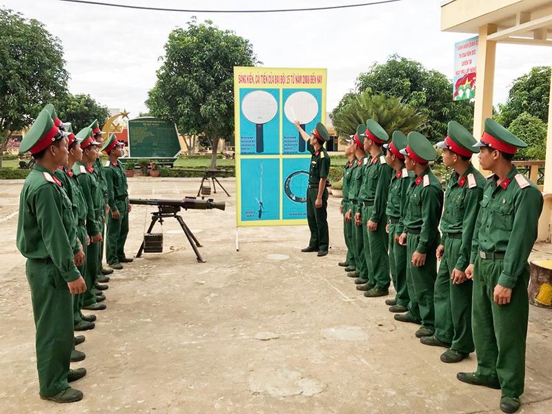 Giới thiệu sáng kiến, cải tiến của Đại đội 15 từ năm 2008 đến năm 2019. Ảnh: Đ.T.N.D