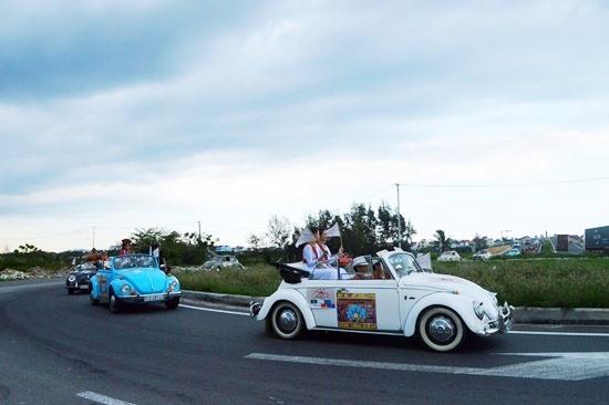Đây là lần thứ hai Palm Garden Resort tổ chức hành trình xe cổ. Ảnh: V.LỘC