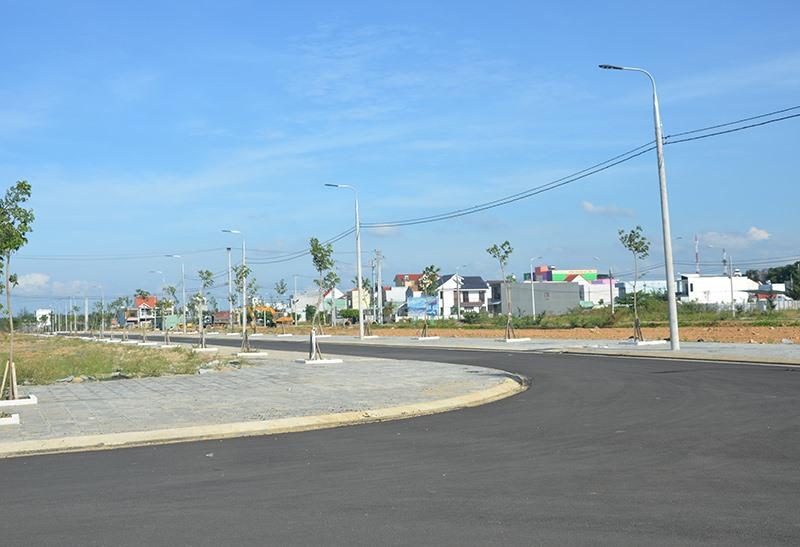 Các địa phương trong tỉnh đang thực hiện kiểm kê sử dụng đất năm 2019. TRONG ẢNH: Khu khai thác quỹ đất ở thị trấn Núi Thành. Ảnh: T.H