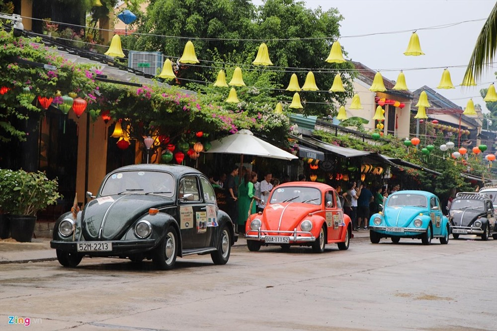 Volkswagen Beetle in Hoi An ancient town. Photo: zing.vn
