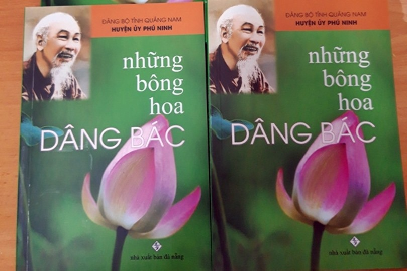 """Bìa tập sách """"Những bông hoa dâng Bác"""". Ảnh: NGUYỄN THỊ THÙY"""