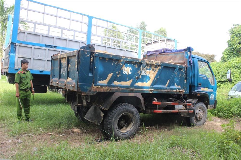 Công an huyện Thăng Bình tạm giữ ô tô tải 92C-082.70 phục vụ điều tra. Ảnh: THANH THẮNG