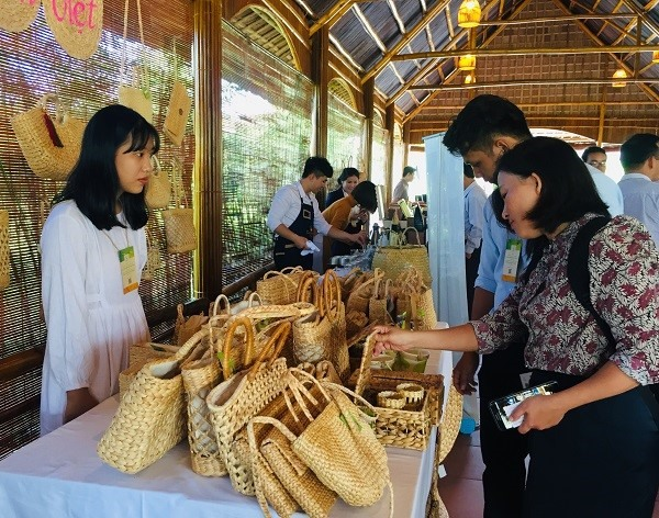 Environmentally friendly products used in tourism and services in Quang Nam.