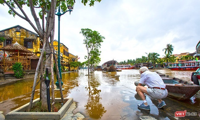Hoi An is always attractive to foreigners.