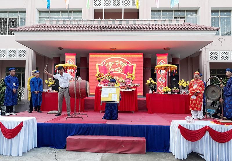 Lễ giỗ tổ nghề sân khấu của CLB music Quảng Nam. Ảnh: Đ.T