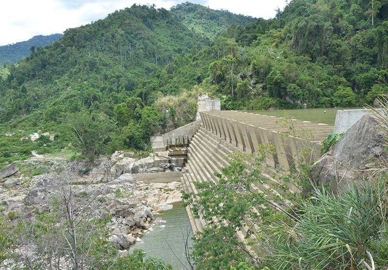 Mùa cạn năm nay các nhà máy thủy điện thiếu nước phát điện cũng như điều tiết xả nước cho hạ du.Ảnh: H.P
