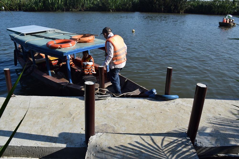 Công trình cầu đập bê tông kiên cố do Công ty TNHH MTV Cẩm Thanh Discovery xây dựng không phép. Ảnh: THANH THẮNG