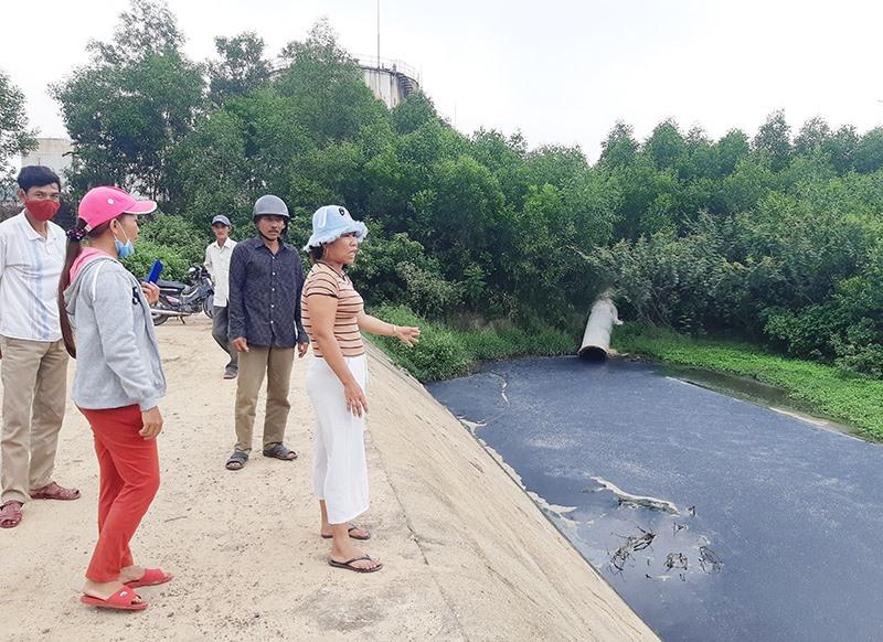 Người dân cho rằng Nhà máy cồn Đại Tân gây ô nhiễm môi trường ở khu vực xung quanh. Ảnh: HOÀNG LIÊN