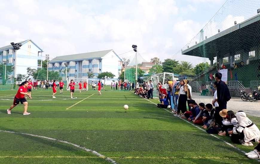 Giải bóng đá sinh viên nam, nữ là hoạt động mở màn ngày hội. Ảnh: CTV