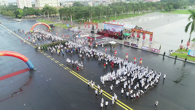 Quang cảnh Quảng trường 24.3 - nơi diễn ra lễ khai mạc.