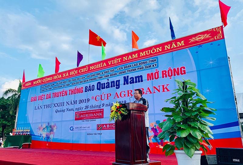 Ông Lê Văn Nhi - Tổng Biên tập Báo Quảng Nam tuyên bố khai mạc giải.