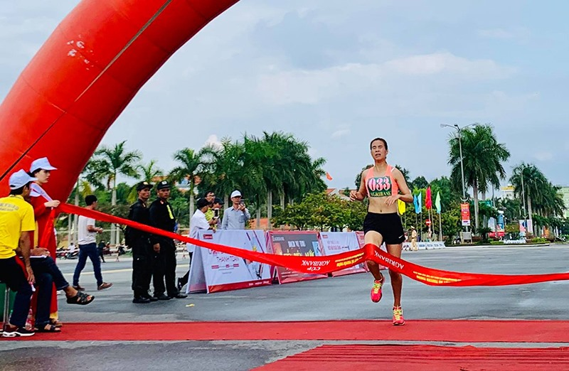 VĐV Phạm Thị Huyền Diệu - Trung tâm Huấn luyện quốc gia 3 - Đà Nẵng về nhất nội dung 5.000m nữ khối các tỉnh, thành phố, ngành.