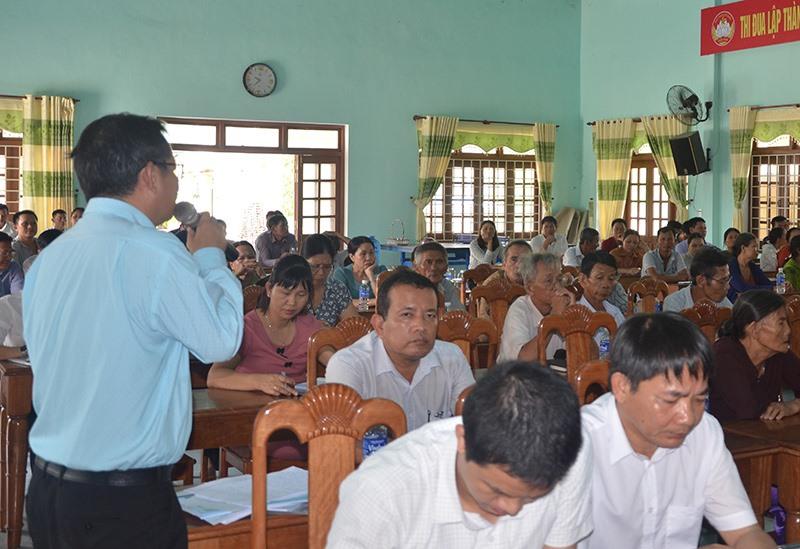 Lãnh đạo Công ty CP Môi trường đô thị Quảng Nam cam kết khắc phục triệt để sự cố ô nhiễm môi trường tại cuộc đối thoại với nhân dân xã Tam Xuân 2.