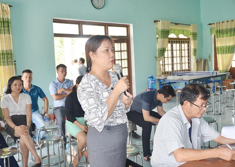 Lãnh đạo huyện Núi Thành và Công ty CP Môi trường đô thị Quảng Nam tổ chức đối thoại với người dân xã Tam Xuân 2.