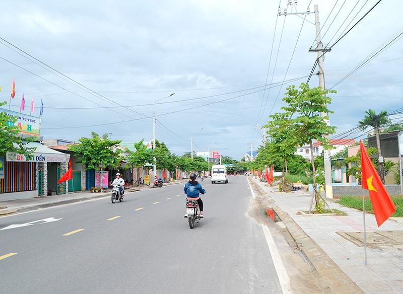 Tuyến đường ĐT609 qua Điện Bàn (trừ cầu Phong Thử) được đầu tư khang trang. Ảnh: C.T