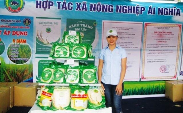 HTX Nông nghiệp Ái Nghĩa nỗ lực đưa sản phẩm gạo an toàn đạt tiêu chuẩn OCOP. Ảnh: T.N