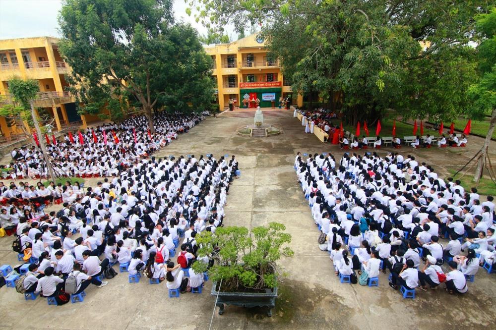 Quang cảnh lễ khai giảng của Trường THPT Trần Cao Vân. Ảnh: T.C