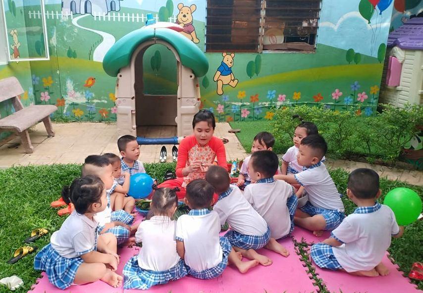 Học sinh Trường Mầm non tư thục Tuổi Thần Tiên (Tam Kỳ) vui chơi trong ngày khai trường. Ảnh: T.G