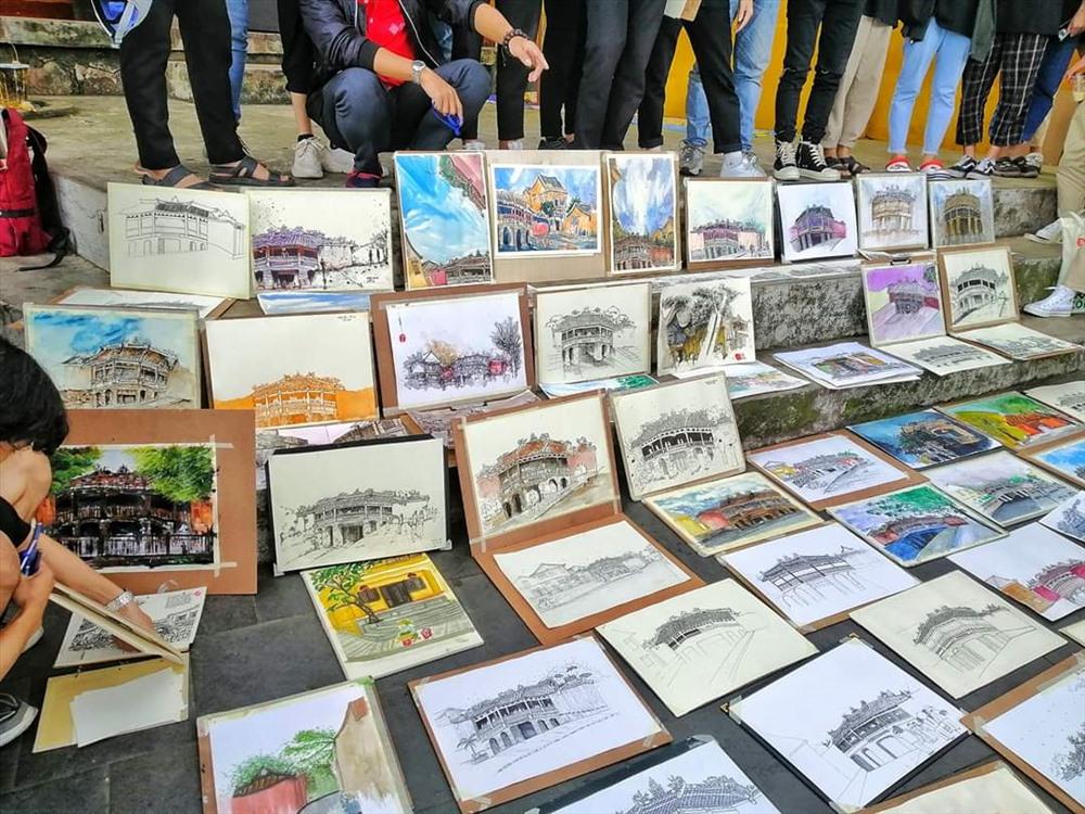 Tranh vẽ phố cổ Hội An của sinh viên. Ảnh: CLB