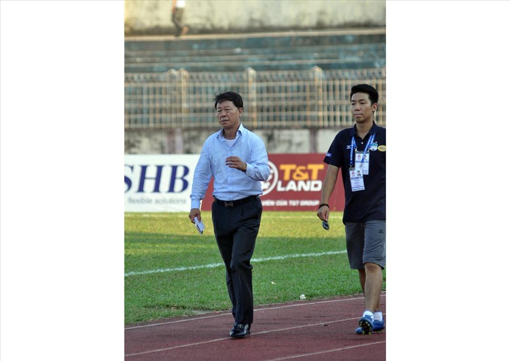 HLV Chung Hae Seong (bên trái) vẫn là ngôi sao sáng nhất của TP.Hồ Chí Minh. Ảnh: A.N