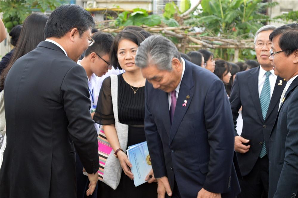 Chủ tịch UBND tỉnh Lê Trí Thanh đón tiếp Thị trưởng TP.Kinokawa tại lễ trao tặng sen cổ Oga