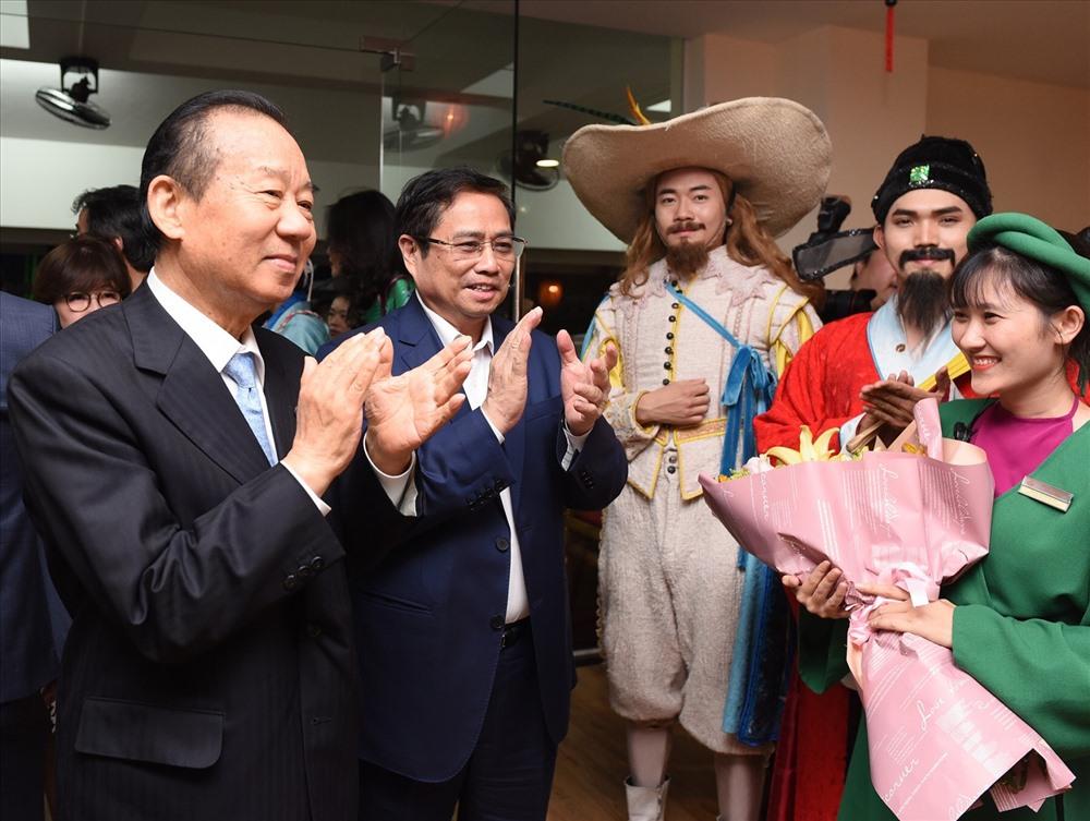 Ông Nikai Toshihiro và Ông Phạm Minh Chính được chào đón nồng nhiệt khi đến thăm Công viên Văn hóa Ấn tượng Hội An