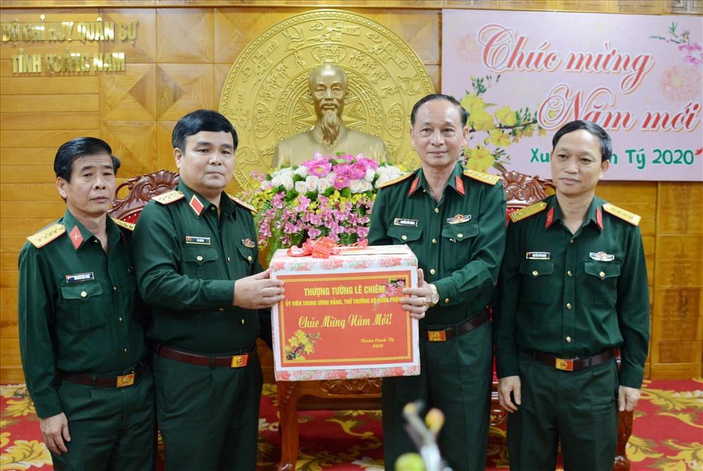Thượng tướng Lê Chiêm chúc tết tại Bộ CHQS tỉnh Quảng Nam.