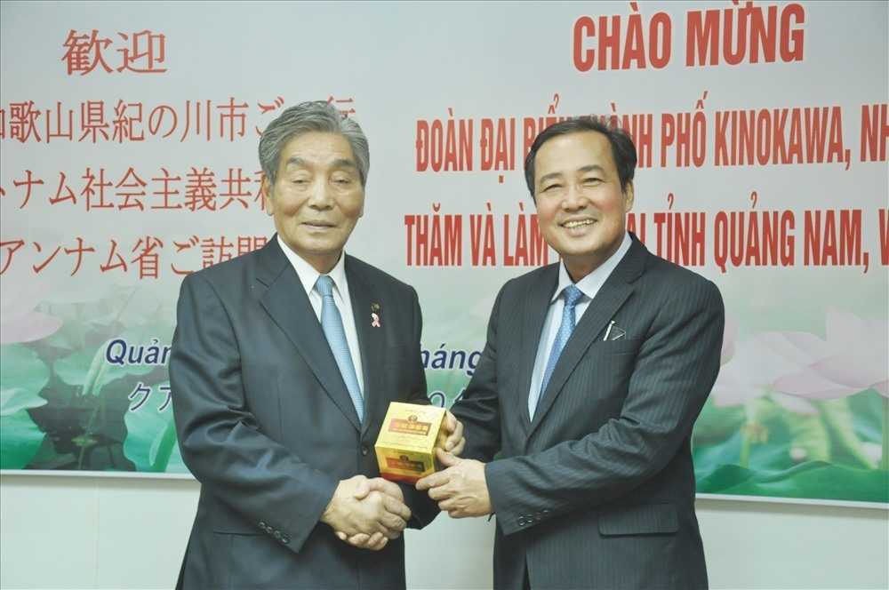 Mr. Huynh Khanh Toan and Mr. Nakamura Shinji (right)