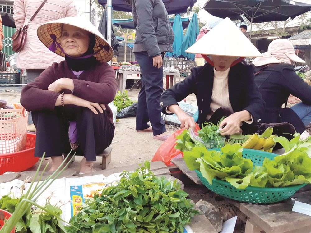 """Phiên chợ """"5 ngàn"""" vùng cao Đông Giang đông rất sớm, từ 4-7 giờ sáng. Ảnh: H.LIÊN"""