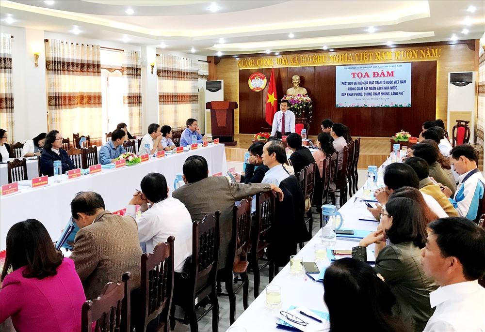 Ủy ban MTTQ Việt Nam tỉnh tổ chức tọa đàm về vai trò giám sát ngân sách nhà nước của Mặt trận các cấp. Ảnh: V.A