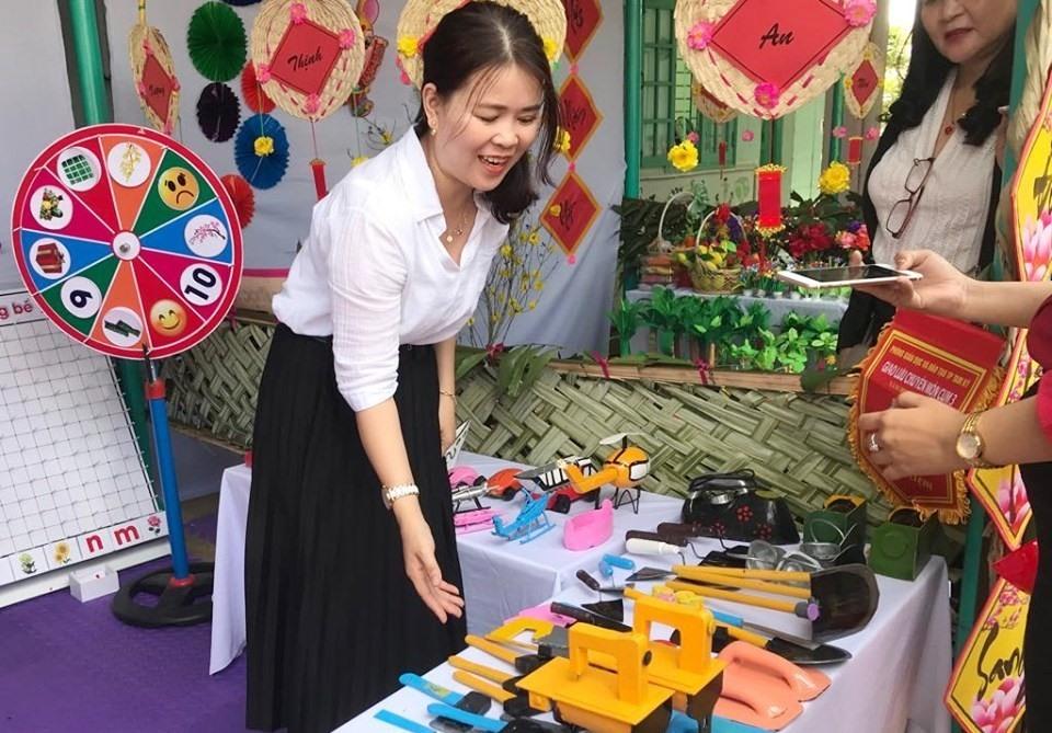 Góc trưng bày đồ dùng, đồ chơi về nghề nghiệp của bé.