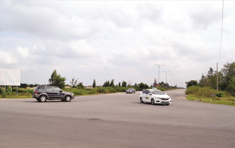 Vị trí nút giao giữa đường 129 với đường vào sân bay Chu Lai.Ảnh: CÔNG TÚ