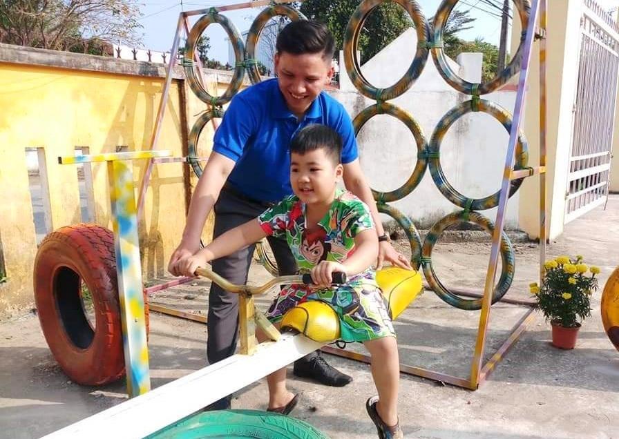 Niềm vui của trẻ tại khu vui chơi thân thiện xã Đại Thắng. Ảnh: CTV