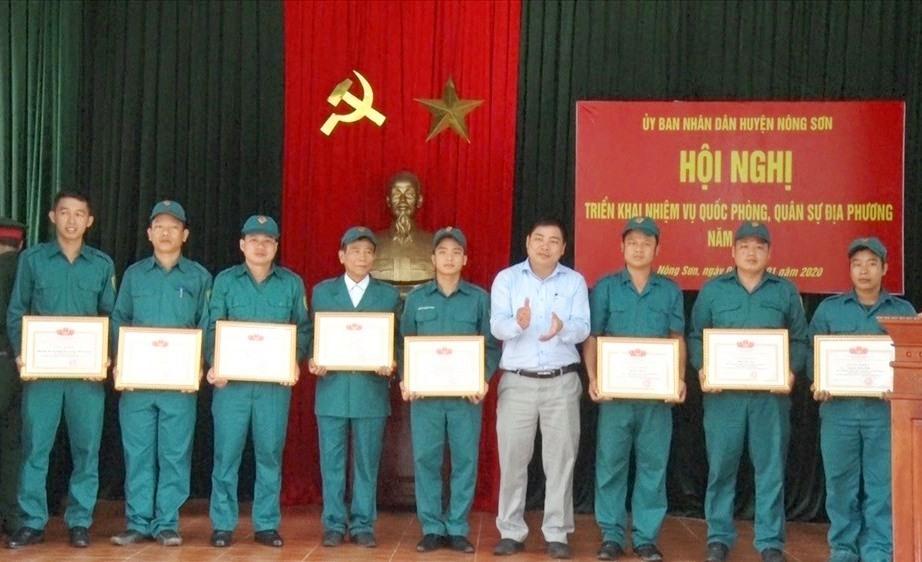 Nông Sơn tuyên dương nhiều tập thế cá nhân hoàn thành xuất sắc nhiệm vụ quốc phòng quân sự địa phương năm 2019