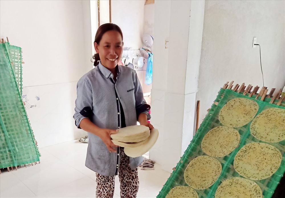 Làng nghề bánh tráng Phú Triêm vào vụ tết.